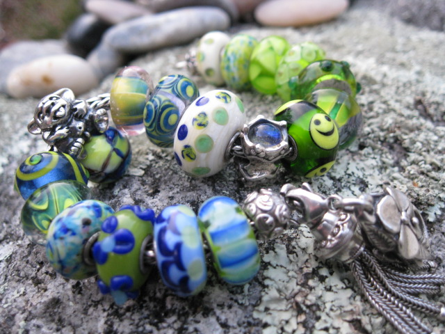 Show your bracelet with the smiley bead! Beads_16