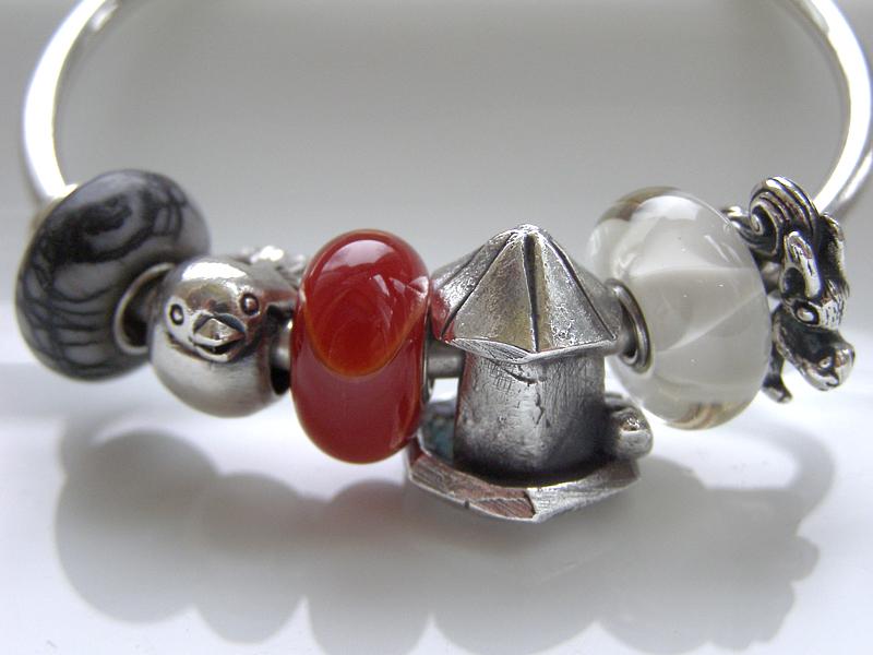 Show us which bracelet you have worn in December! Bird-f10