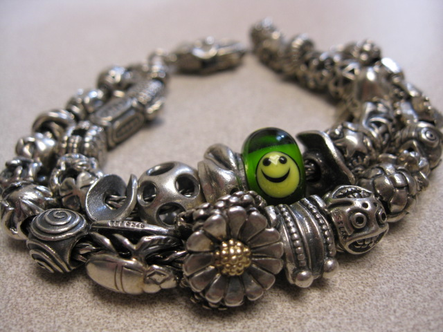 Show your bracelet with the smiley bead! Bthpho16
