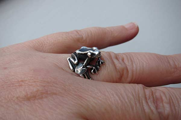 Frog Ring - any pictures? Frog10