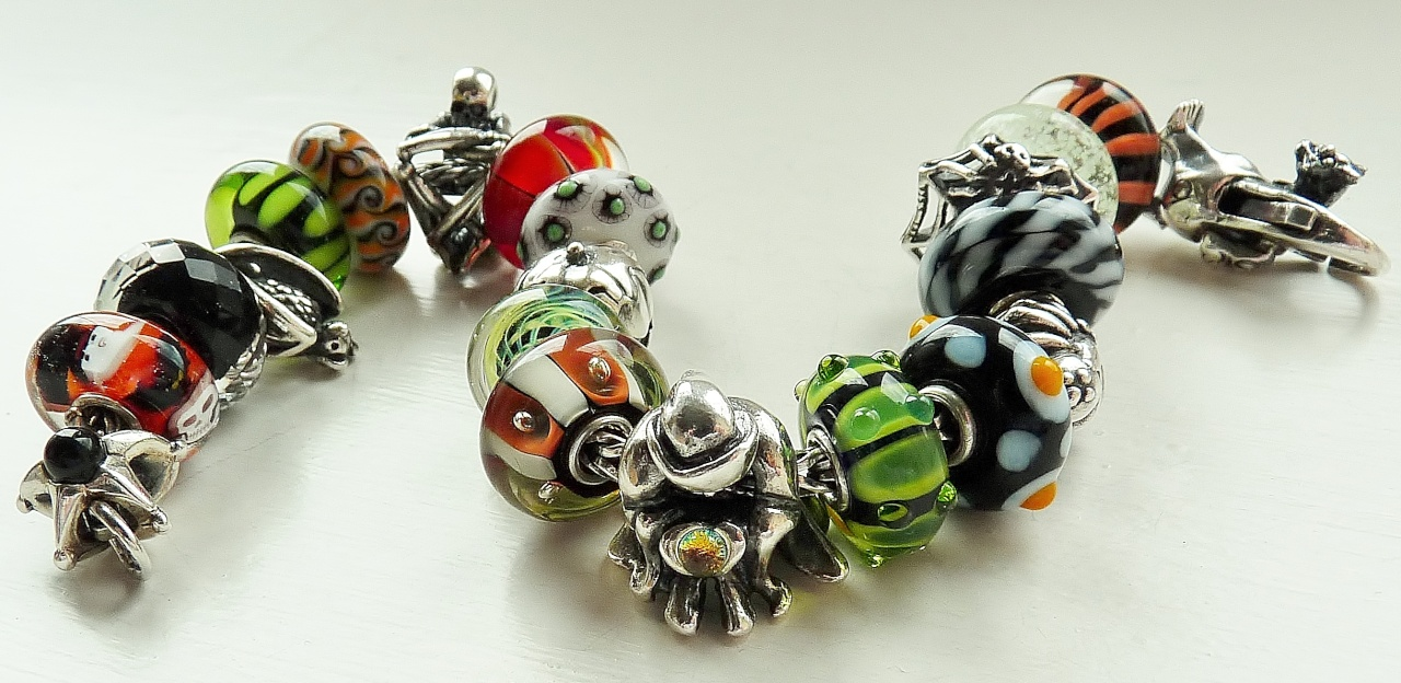 Halloween bracelet Hst10