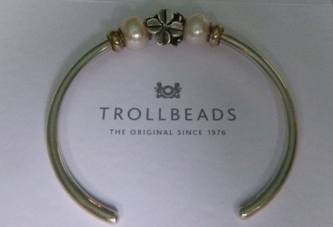 Show Your 40th Clover Bracelets - Page 2 P1020721